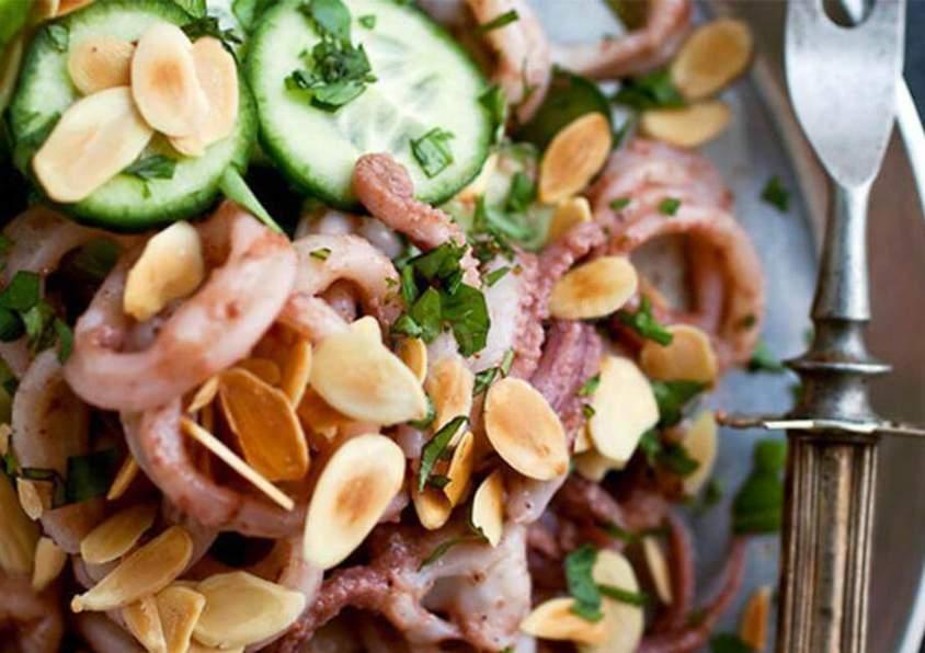 Салат из кальмаров с изюмом фоторецепт