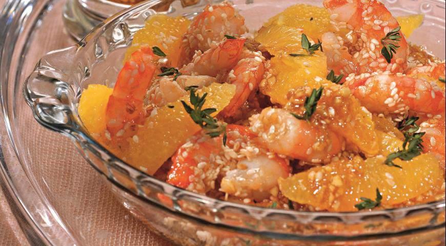 Салат с креветками и апельсином с